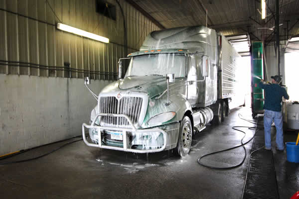 Wash bays for your truck available at Daggett Truck Line Inc.